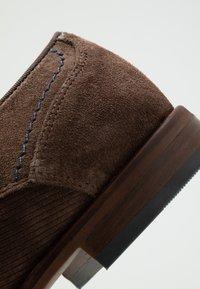 Bianco - BIACHESTER EFFECT DERBY - Smart lace-ups - dark brown - 5