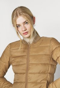 ONLY - ONLSANDIE QUILTED JACKET - Chaqueta de entretiempo - toasted coconut - 4
