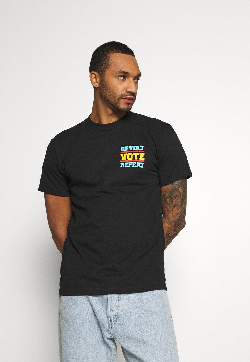 Obey Clothing - REVOLT VOTE REPEAT - Printtipaita - black