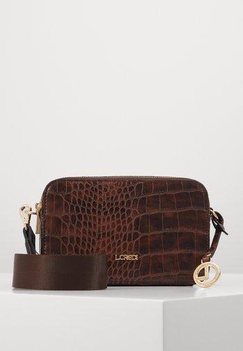 FEODORA - Across body bag - braun