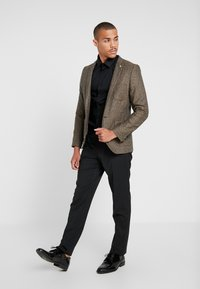 Twisted Tailor - SNOWDON - Giacca - brown - 1