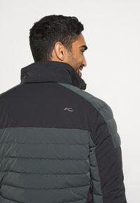 Kjus - MEN SIGHT LINE  - Ski jacket - dark jet green/black - 5