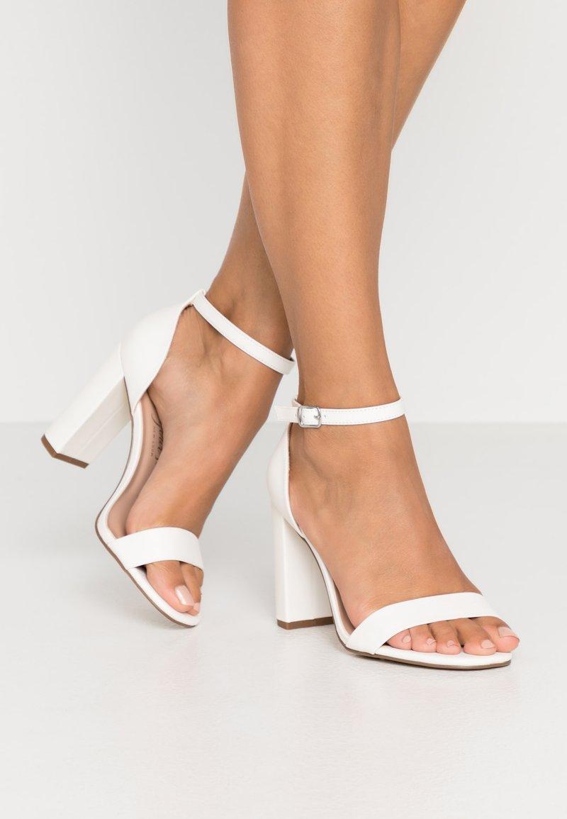 New Look Wide Fit - WIDE FIT VARONA - Sandaler med høye hæler - white