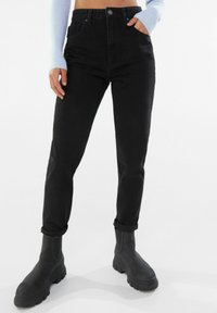 Bershka - MOM FIT JEANS - Jeans baggy - black - 0