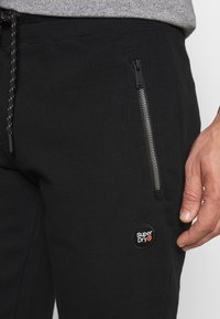 Superdry - COLLECTIVE SHORT - Shorts - black - 4