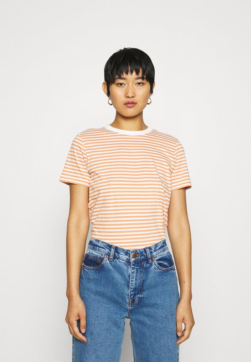 Selected Femme - PERFECT BOX CUT - Print T-shirt - bright white/caramel
