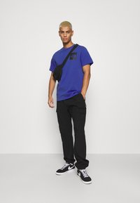 The North Face - FINE TEE - T-shirts med print - blue - 1