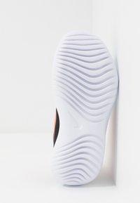 Nike Performance - FLEX RUNNER UNISEX - Laufschuh Neutral - laser blue/hyper crimson/black/lemon - 5