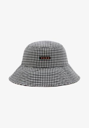 WM WELL SUITED BUCKET HAT - Hat - black
