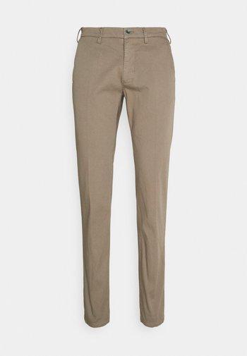 TORINOBEACH - Chino kalhoty - brown