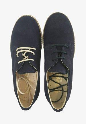 Zapatos con cordones - marrón oscuro