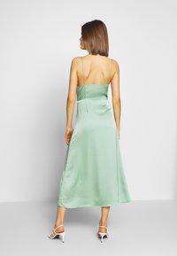 Glamorous - SATIN BUTTON FRONT MIDI DRESS - Robe d'été - sage green - 2