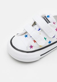 Converse - CHUCK TAYLOR ALL ARCHIVE FOIL STAR PRINT UNISEX - Trainers - white/black - 5
