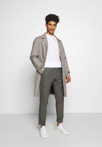DRYKORN - MAD - Trousers - grau - 1