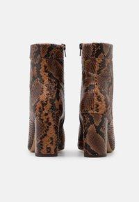 Pinko - DENISE BOOT - Šněrovací kotníkové boty - marrone - 3