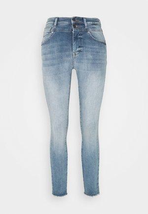 ONLCHRISSY RAW - Jeans Skinny Fit - light blue denim
