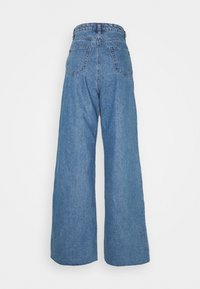 Missguided Tall - PLEAT DETAIL WIDE LEG - Flared Jeans - blue - 1