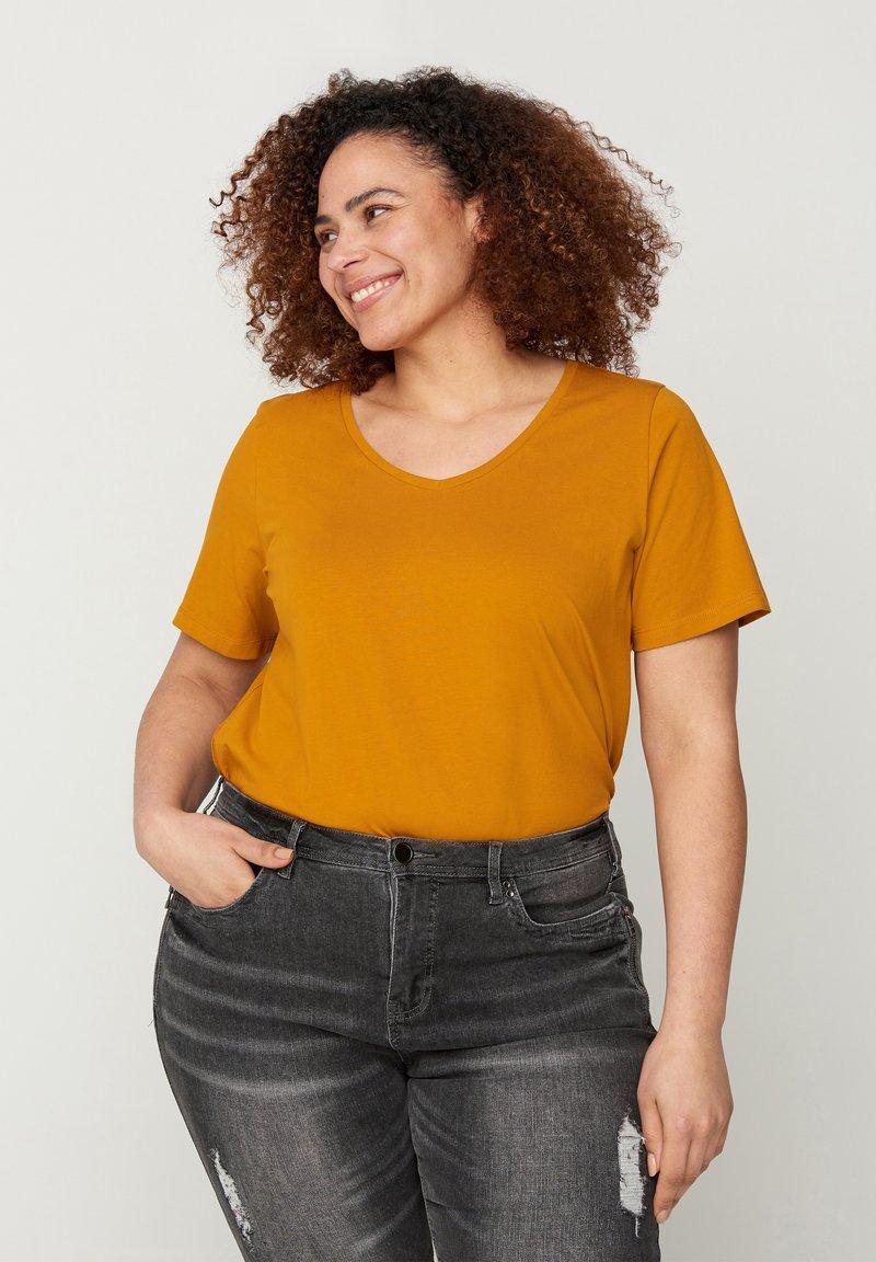 Zizzi - Basic T-shirt - brown