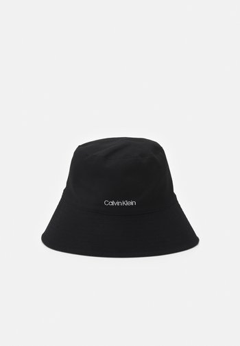 OVERSIZED BUCKET HAT