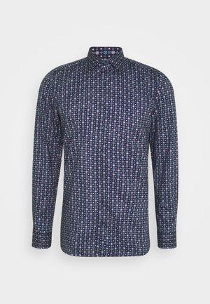 Level 5 - Kostymskjorta - dunkelrot
