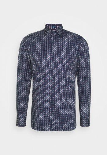 Level 5 - Camicia elegante - dunkelrot