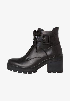 STIEFELETTE - Kotníková obuv na vysokém podpatku - black ant.comb