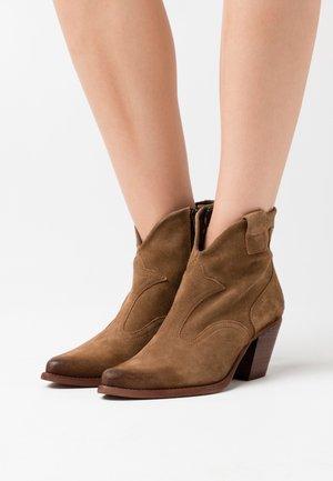 LAREDO - Cowboy/biker ankle boot - marvin stone