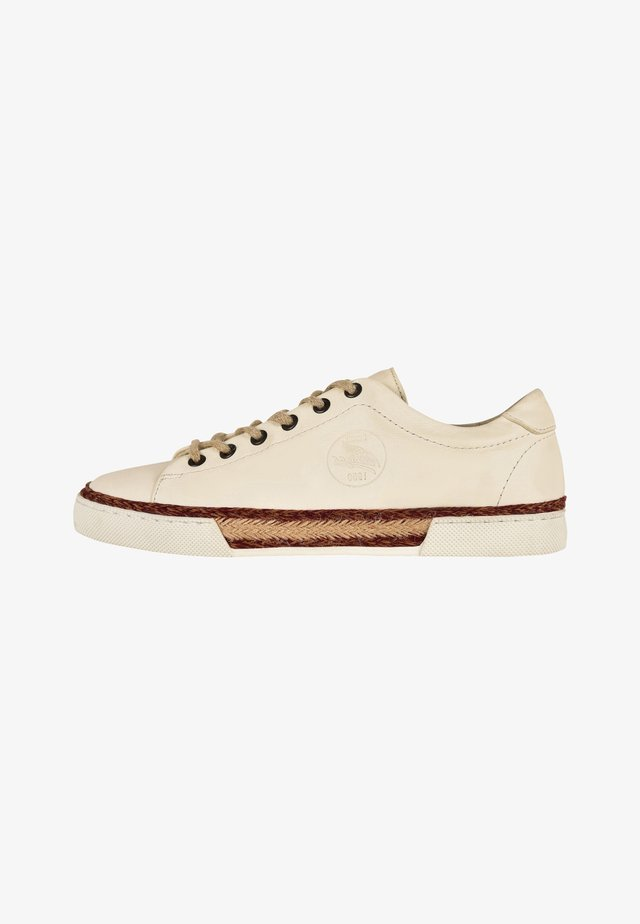 LUCIA/N F2G - Sneakers laag - off-white