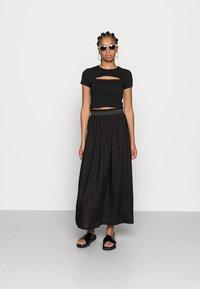 ONLY - Veckad kjol - black - 1