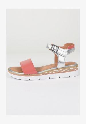 Platform sandals - rose