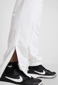 Lacoste Sport - TENNIS PANT - Tracksuit bottoms - white - 4