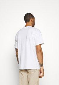 Nike SB - SKATE UNISEX - Print T-shirt - white - 2
