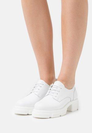BELICE  - Šněrovací boty - white