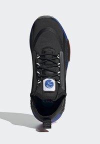 adidas Originals - NMD_R1 SPECTOO UNISEX - Sneakers - core black/solar red - 1