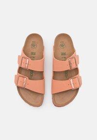 Birkenstock - ARIZONA EARTHY VEGAN - Pantofle - faded rust - 5