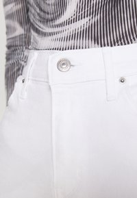 Levi's® - 724 HIGH RISE STRAIGHT - Straight leg jeans - western white - 3
