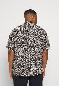Johnny Bigg - CHANCE ANIMAL PRINT - Shirt - white - 2