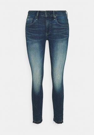 3301 MID SKINNY ANKLE - Skinny-Farkut - antic faded baum blue