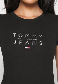 Tommy Jeans - ESSENTIAL LOGO TEE - Print T-shirt - black - 5