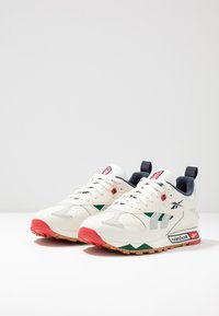 Reebok Classic - CLASSIC LEATHER RC 1.0 LIGHTWEIGHT SHOES - Sneakers - chalk/skull grey/heritage navy - 2