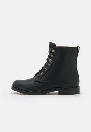 LUNA LACE UP BOOT CLAIR COMP DRESSY - Veterboots - true black