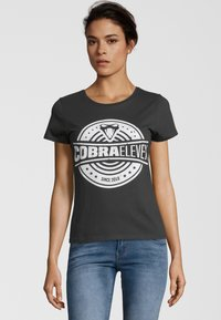 COBRAELEVEN - Print T-shirt - black - 0