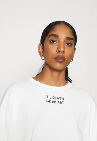 Even&Odd - T-shirts med print - off-white - 4