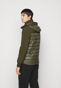 C.P. Company - OUTERWEAR MEDIUM JACKET - Lehká bunda - ivy green - 2