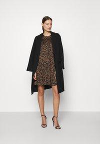 Banana Republic - TIE NECK SHIFT PRINT - Day dress - brown - 1