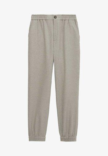 MIT STRETCHBÜNDCHEN  - Pantalon classique - grey