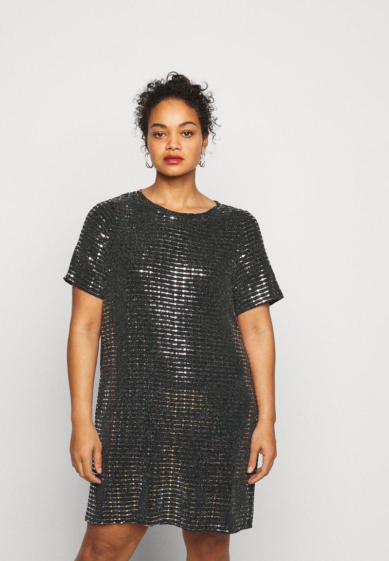 Pieces Curve - PCHAILA DRESS CURVE - Cocktail dress / Party dress - black/silver