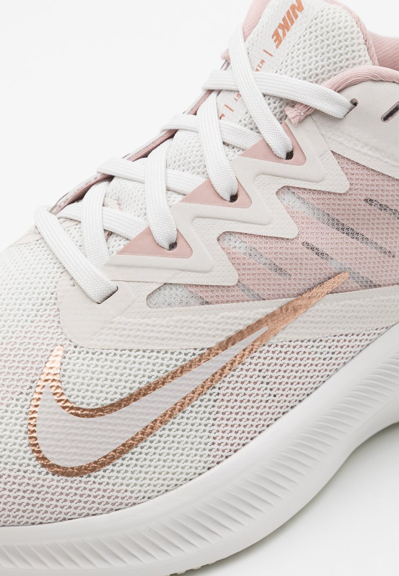 Nike Performance Quest 3 Neutral Running Shoes Platinum Tint Metallic Red Bronze Beige Zalando De