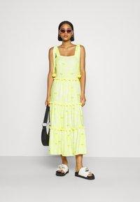 Never Fully Dressed - TIRED POM POM MIDI DRESS - Denní šaty - yellow - 1