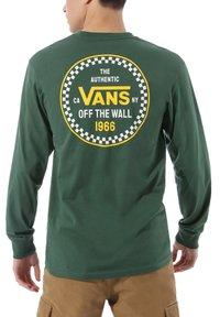 Vans - MN CHECKER 66 LS - Langarmshirt - pine needle - 0